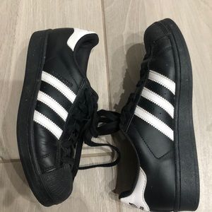 Adidas Original Superstar Black tennis shoes